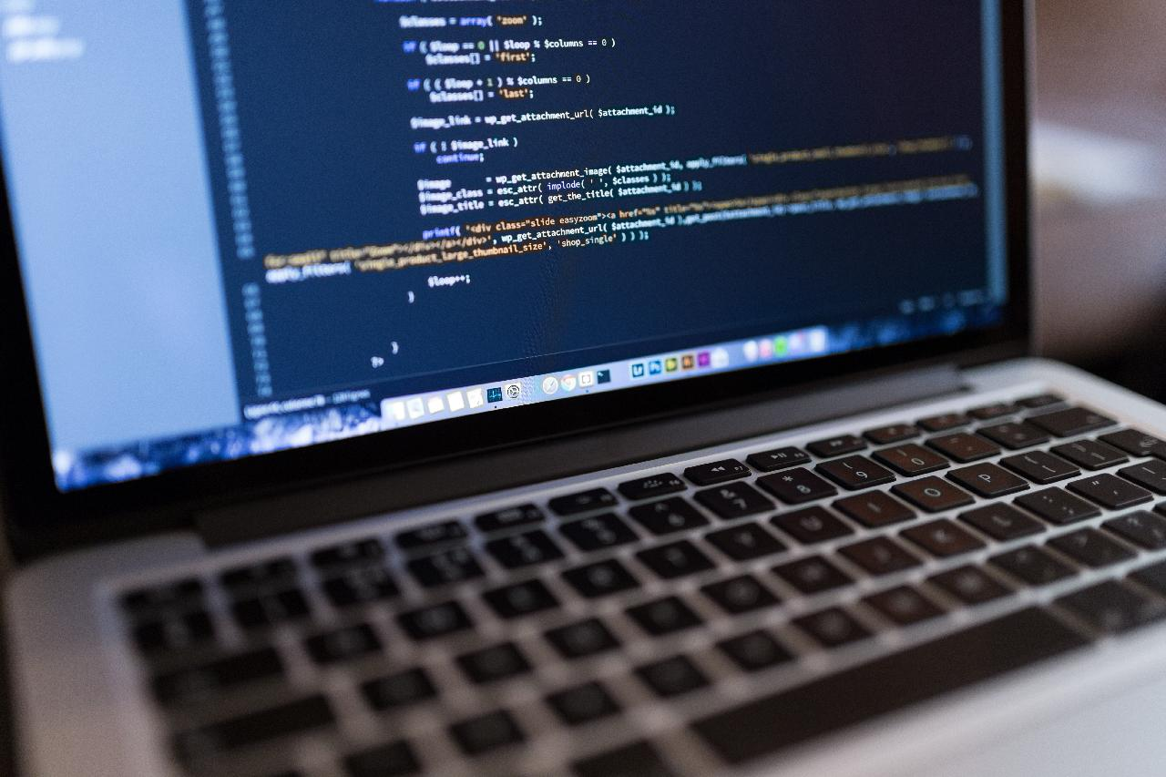 source code of a home page being optimized for seo